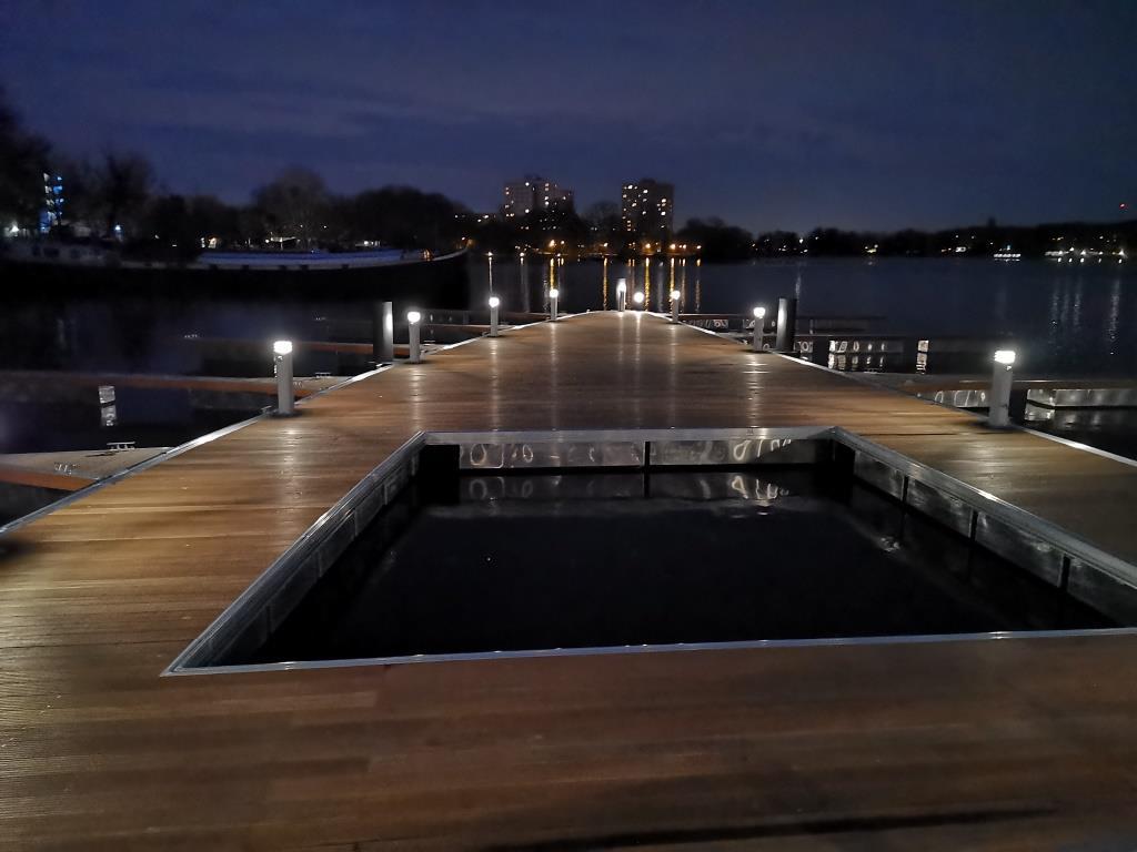 Nachtaufnahme Schwimmplattform Havelwelle Potsdam